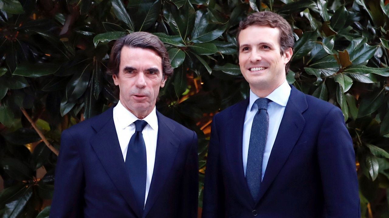 Alberto Núñez Feijoo acompaña a Juanma Moreno, candidato del PP a presidir la Junta de Andalucía