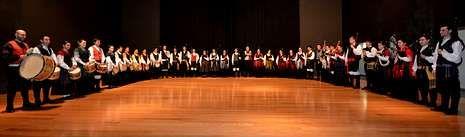 Melide.Bonaval acogió la asamblea de Podemos Compostela, con unos sesenta asistentes.