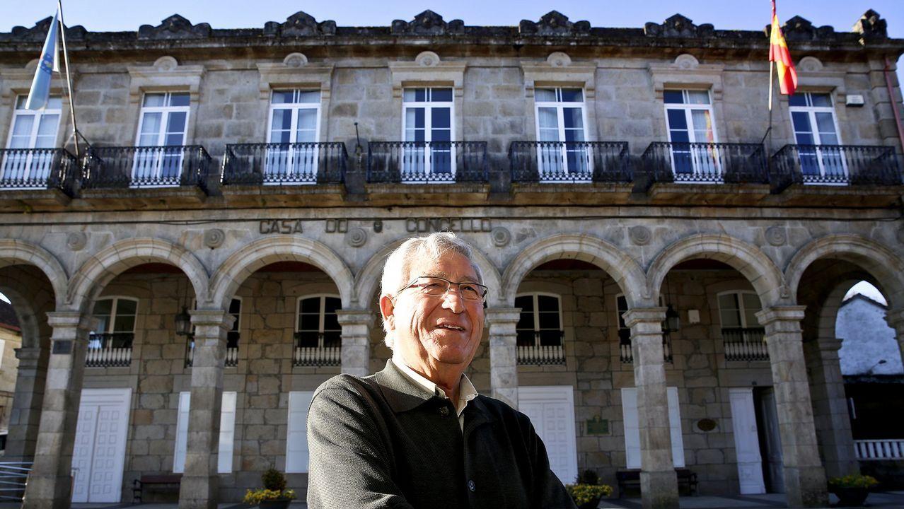 Concentracion de medicos en el centro de salud de rosalia de castro. Huelga.El monologuista Miguel Sincero tendrá en Galicia tres fechas, en Pontevedra, Cangas y Vigo.