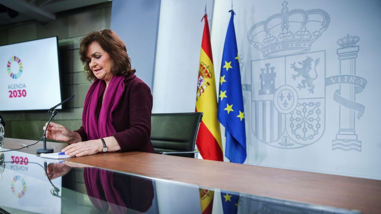 Calvo acusa a Casado de «desbarrar» y de falta de lealtad con España.Miembros del Gobierno catalán —a la derecha en la imagen, la consejera de Presidencia, Elsa Artadi— durante la sesión de control al Ejecutivo en el Parlamento autonómico.