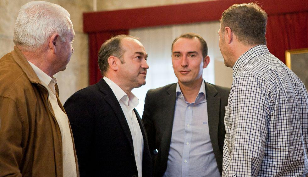 Santiago celebra el Día de Padrón.Fernández (segundo por la derecha) recibió numerosas felicitaciones desde el pasado sábado.