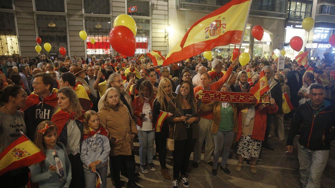Enfrentamiento ideológico en el Obelisco.Concentración del Govern y de Ada Colau en favor de Jordi Sanchez y de Jordi Cuixart