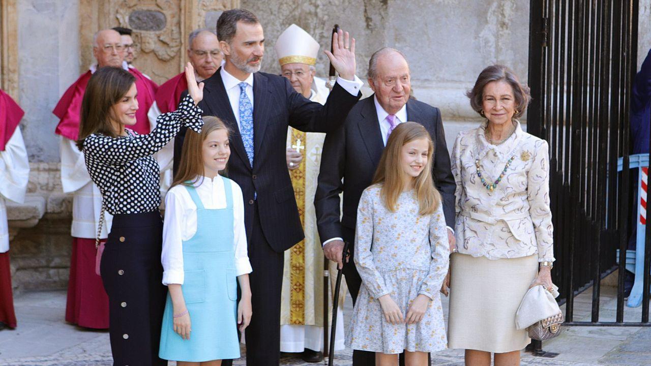 Misa por don Juan presidida por los Reyes.El oftalmólogo Luis Fernández-Vega