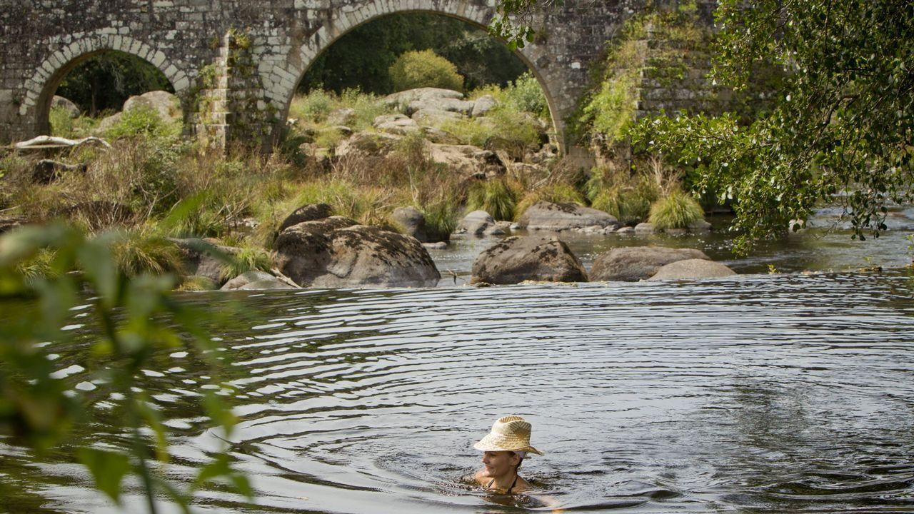 Ponte Maceira. El Tambre se presta al baño a su paso por Negreira