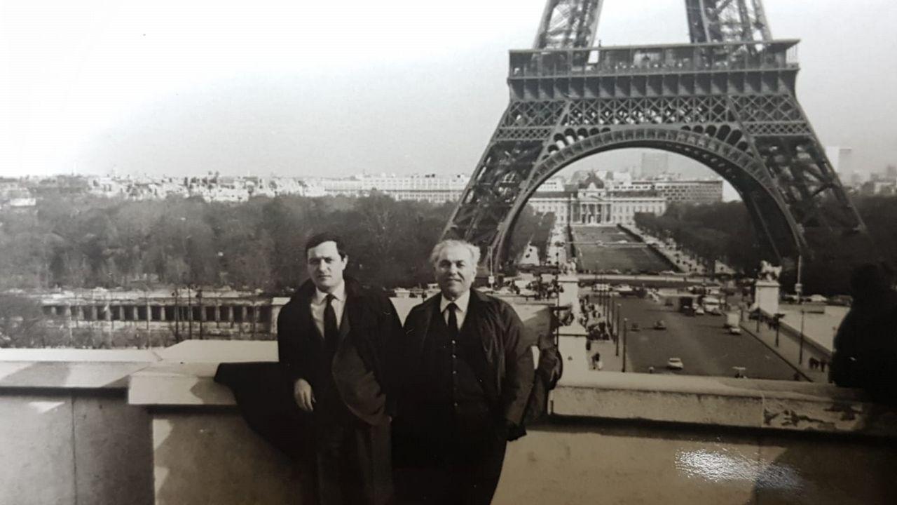 mauthau.EXILIO EN PARÍS. Francisco Pena con su padre, Francisco Pena, en París en los años 60. «Os deportados españois eran o colectivo máis unido, axudábanse entre eles no campo», le contaba su progenitor