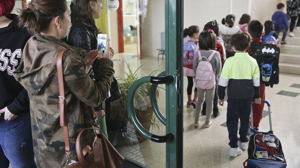 Los interinos temen un ERE masico en las próximas oposiciones.Encierro de docentes