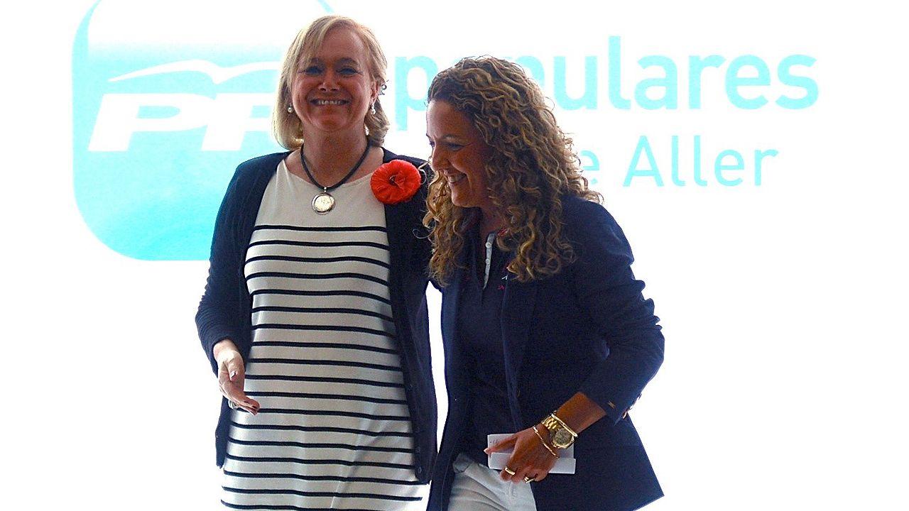 Mercedes Fernández y María Teresa Mallada, en un acto del PP de Aller