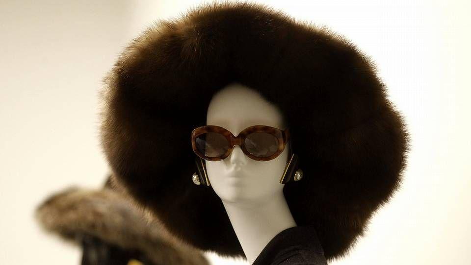 Uno de los diseños del modisto francés Hubert de Givenchy, que se pueden ver en la retrospectiva sobre su trayectoria que alberga el Museo Thyssen Bornemisza de Madrid hasta el próximo mes de enero de 2015