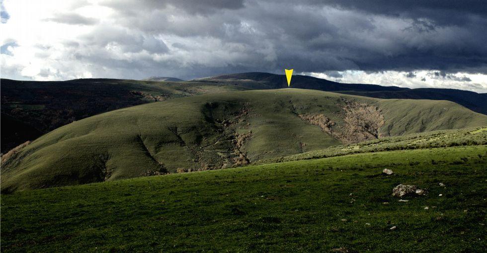 La nieve cubre de blanco las zonas altas de Galicia.Vista de la elevación de A Serra da Casiña, donde estaría el campamento romano.