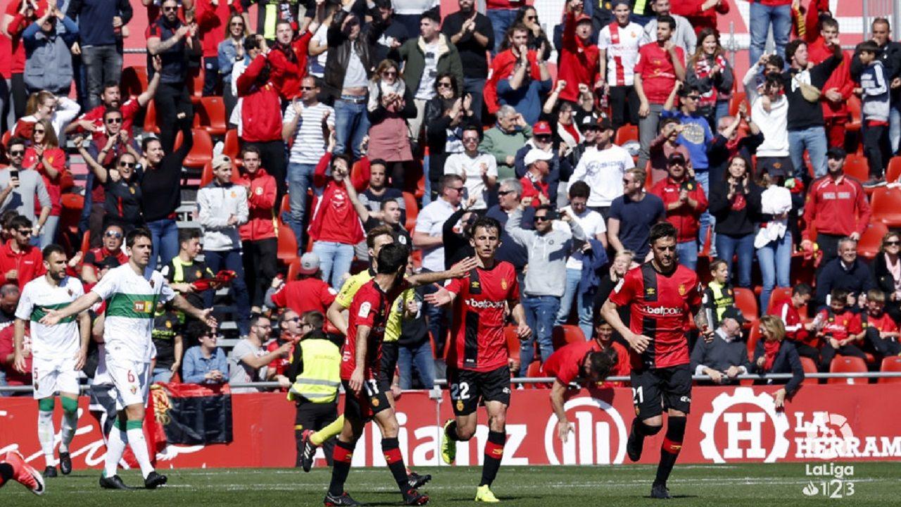 Edu Cortina Vetusta Logrones Requexon.Los jugadores del Mallorca celebran un gol al Elche