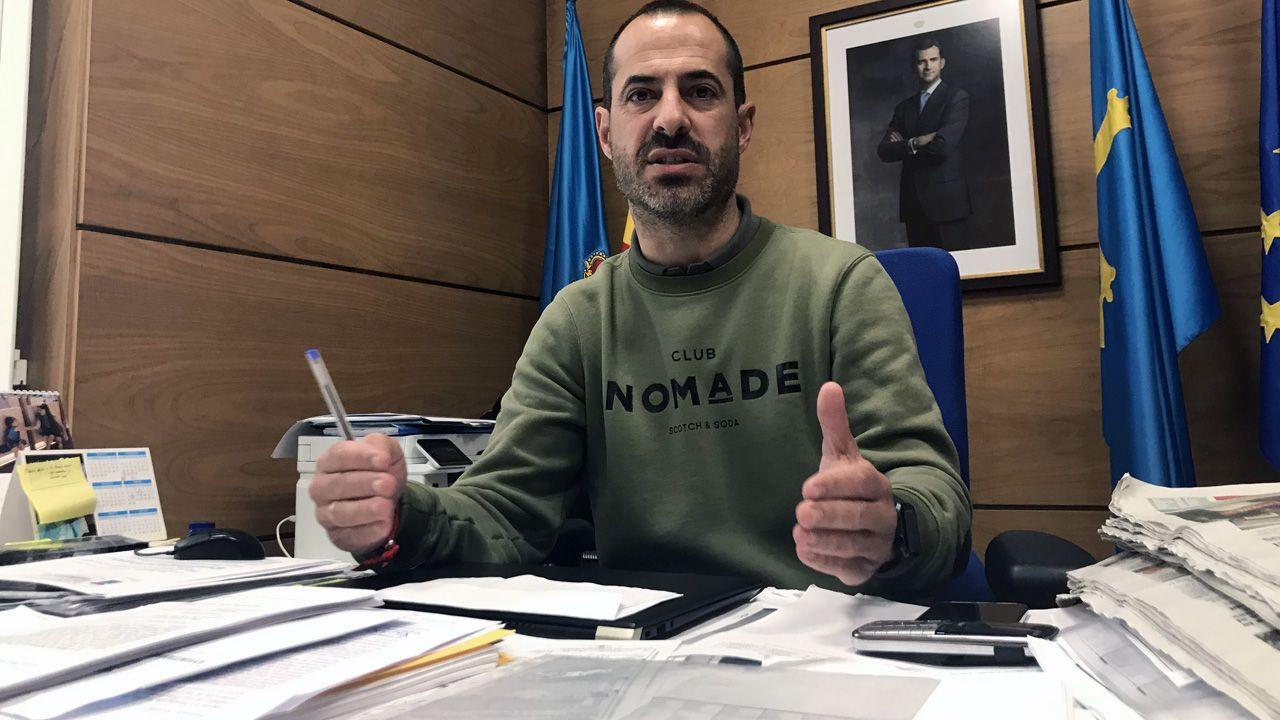 selectividad, pau.El alcalde de Siero, Ángel García, Cepi, en su despacho de la Alcaldía