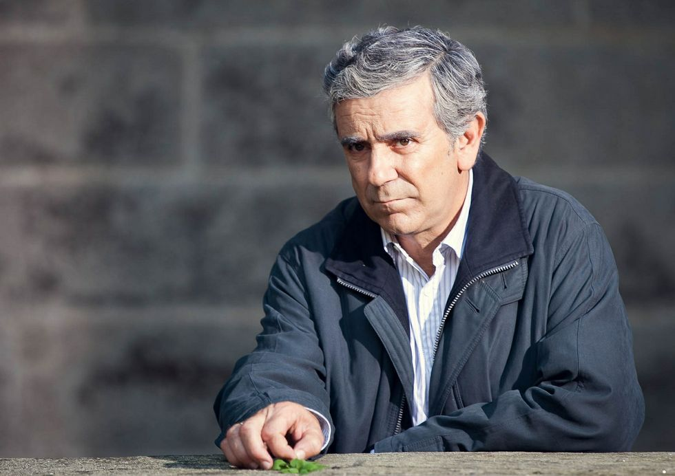 .Miguel de Lira encarna al electricista Manuel Castiñeiras.