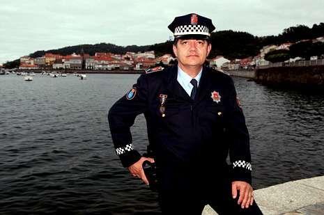 Manuel Pais es policía local en Corcubión.
