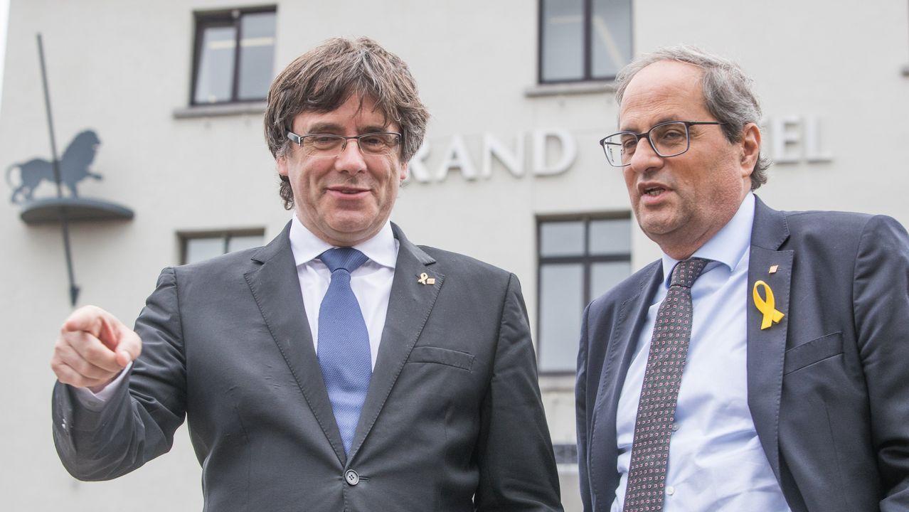 Los lazos amarillos llegan a la Fiscalía.Carles Puigdemont