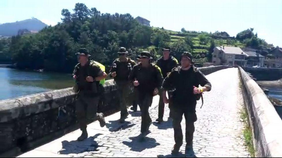 El Ejército de tierra, mar y aire supera los obstáculos del Camino.