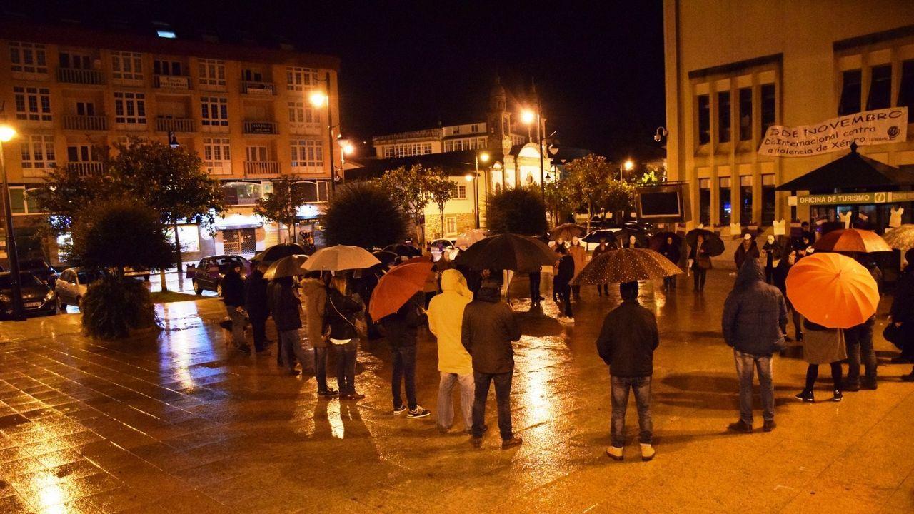Feministas de toda Andalucía se concentran ante el parlamento andaluz.Feli Soria, en su despacho de la Oficina de Políticas de Igualdad del Ayuntamiento de Gijón