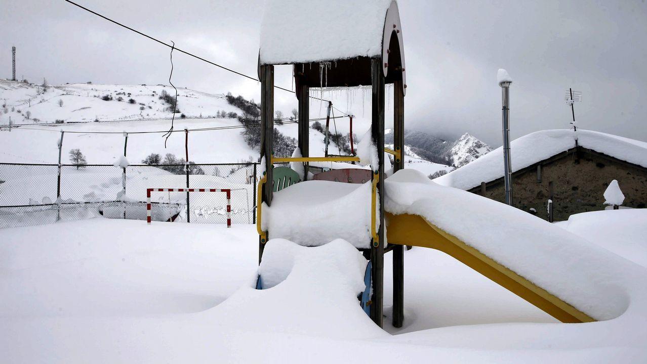 . Imagen de un parque de juegos en Pajares (Asturias)