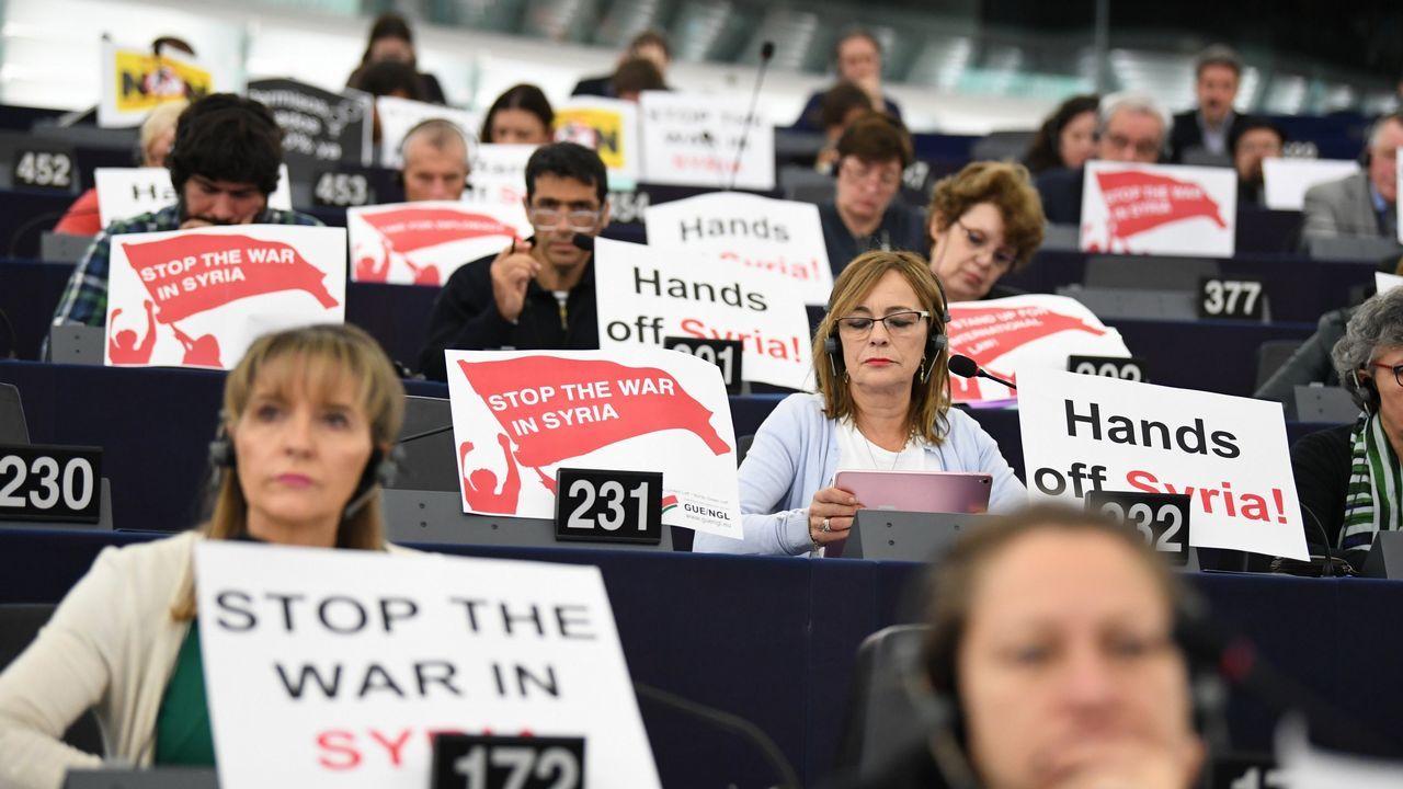 .Varios eurodiputados protestan en Estrasburgo contra la guerra en Siria