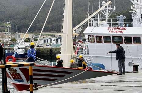 El palangrero de Celeiro el pasado 14 de febrero, cuando llegó a puerto sin su armador y maquinista.