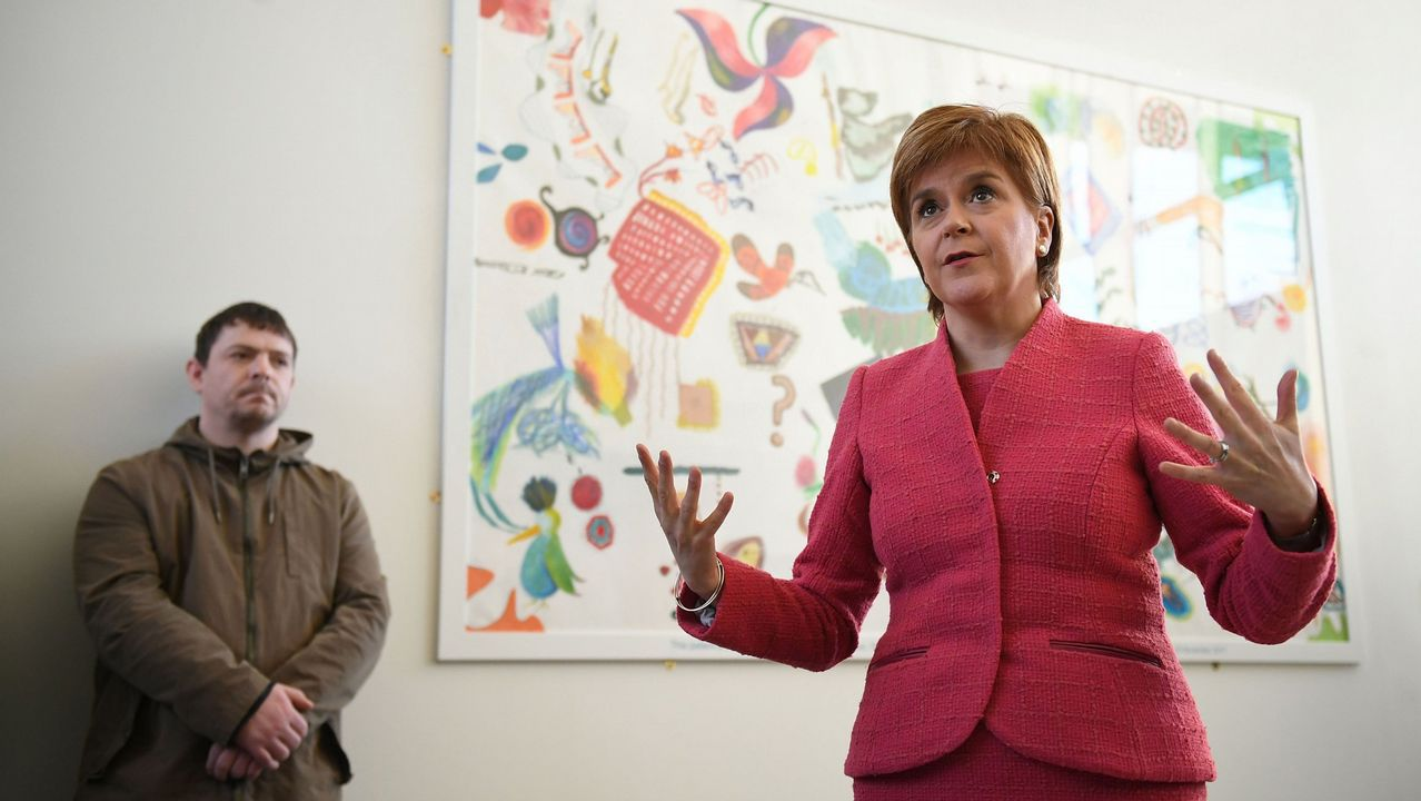 Theresa May certifica su apoyo a Rajoy en Cataluña.Partidario de la independencia de Escocia durante un acto electoral a favor del sí en el referendum del 2014