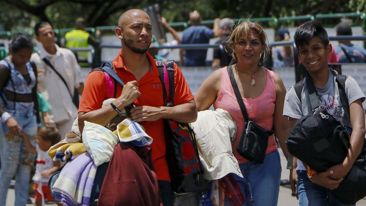 .Venezolanos cruzan la frontera de San Antonio del Táchira en Venezuela a Cúcuta, en el departamento de Norte de Santander, Colombia