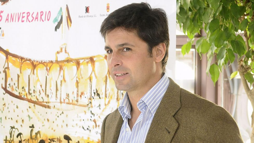 El joven novillero Álvaro Lorenzo durante la tienda de una de las seis becerras de Alcurrucén.