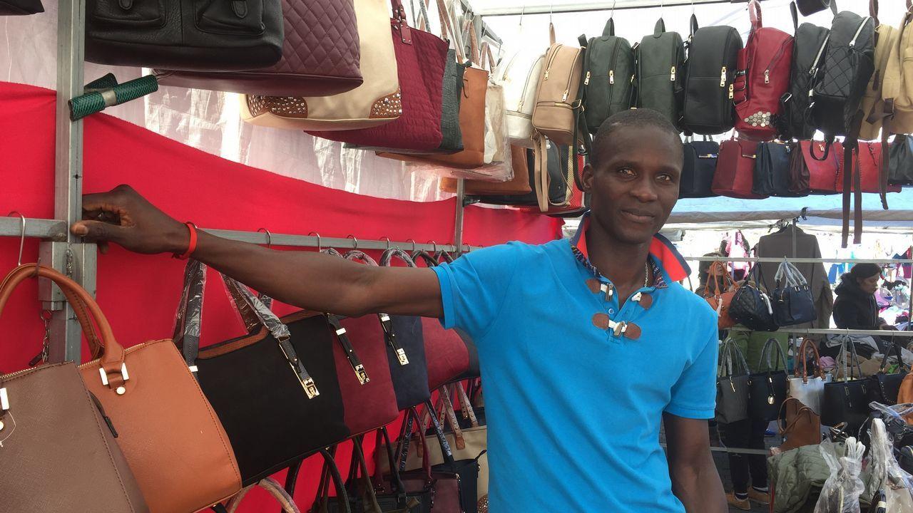 El senegalés Fallou Seye pide más presencia policial y un mayor control de los horarios en el mercadillo de las Casas Baratas