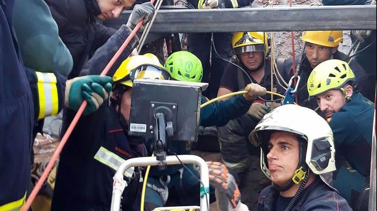 La maquinaria trabaja las 24 horas y hasta hoy ha removido 40.000 toneladas de tierra.Rescate de Julen, en Málaga, con la colaboración de la Brigada de Salvamento de Hunosa