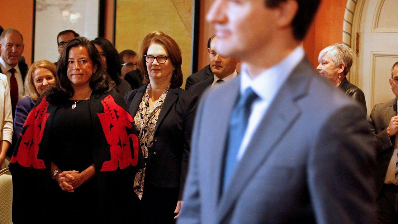 La presidenta de la Junta del Tesoro, Jane Philpott, (en el centro con gafas) era una de las mujeres con más poder en el Gobierno de Trudeau
