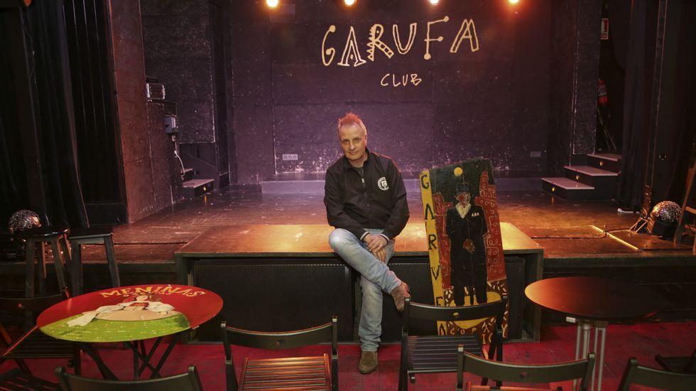 .PEPE DORÉ CON EL ESCENARIO DEL GARUFA CLUB AL FONDO
