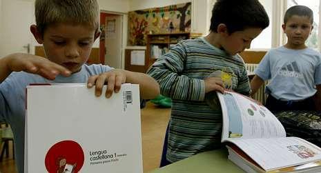 Los niños gallegos vuelven al cole.El centro mantiene también este año once niños matriculados.