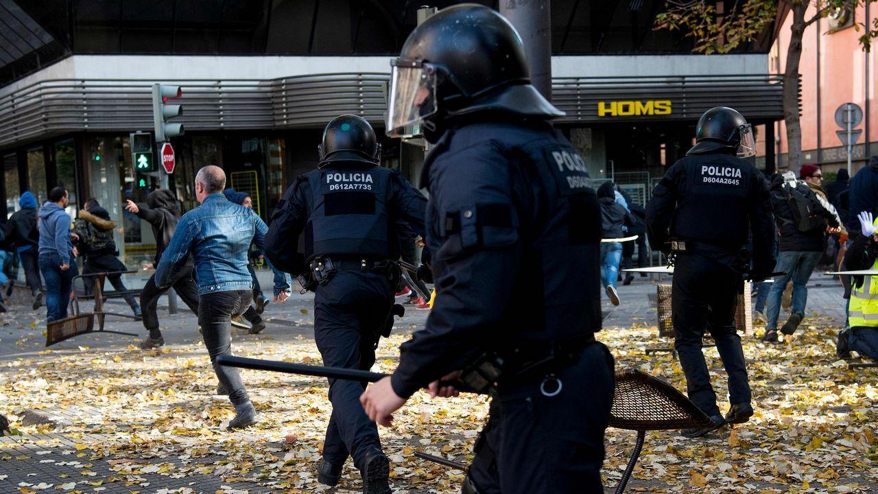 ¿Habrá purga en los Mossos?.Protesta de los CDR en la AP-7, en Tarragona