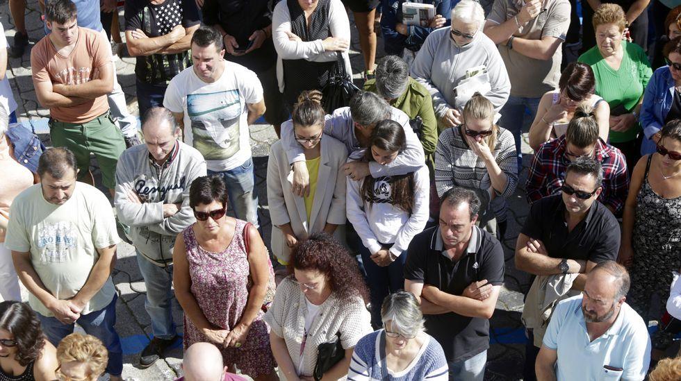 En Cambre se han guardado cinco minutos de silencio en recuerdo de las víctimas, tres de ellas vecinas del municipio.