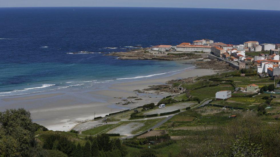 Playa de Retorta, en Boiro.Playa de Caión, en A Laracha