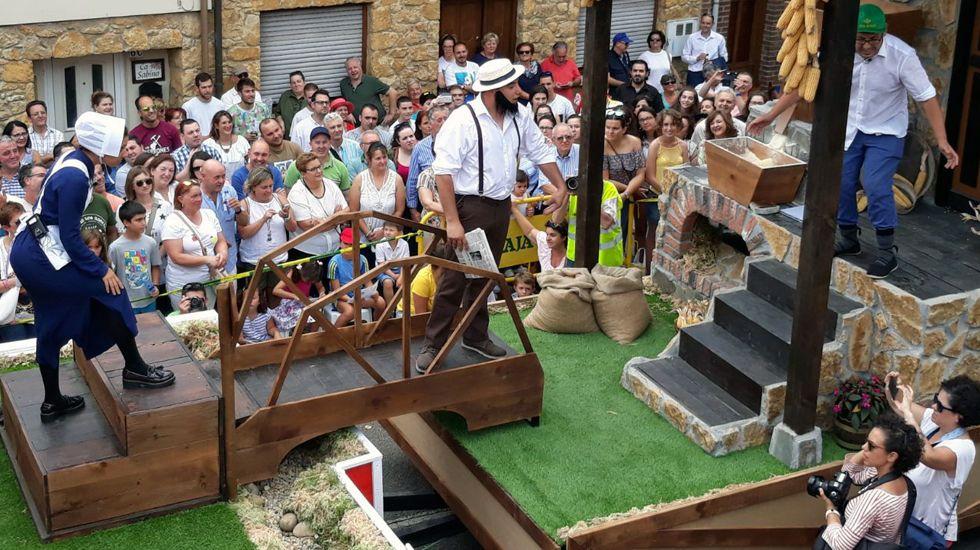 Una representación delante del jurado del desfile de Les Carroces de Valdesoto.Una representación delante del jurado del desfile de Les Carroces de Valdesoto