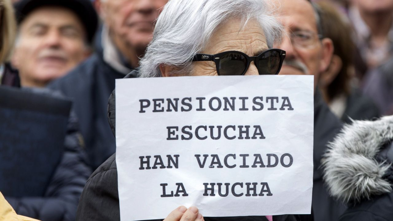 El secretario de Organización del PSOE, José Luis Ábalos, y Patxi López, en un descanso