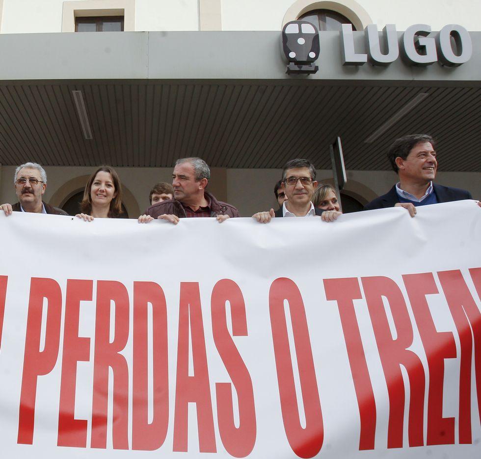 La búsqueda del joven de Láncara, en imágenes.El nuevo presidente del Congreso, Patxi López, apoyó la causa del tren de Lugo hace dos meses en la estación lucense.