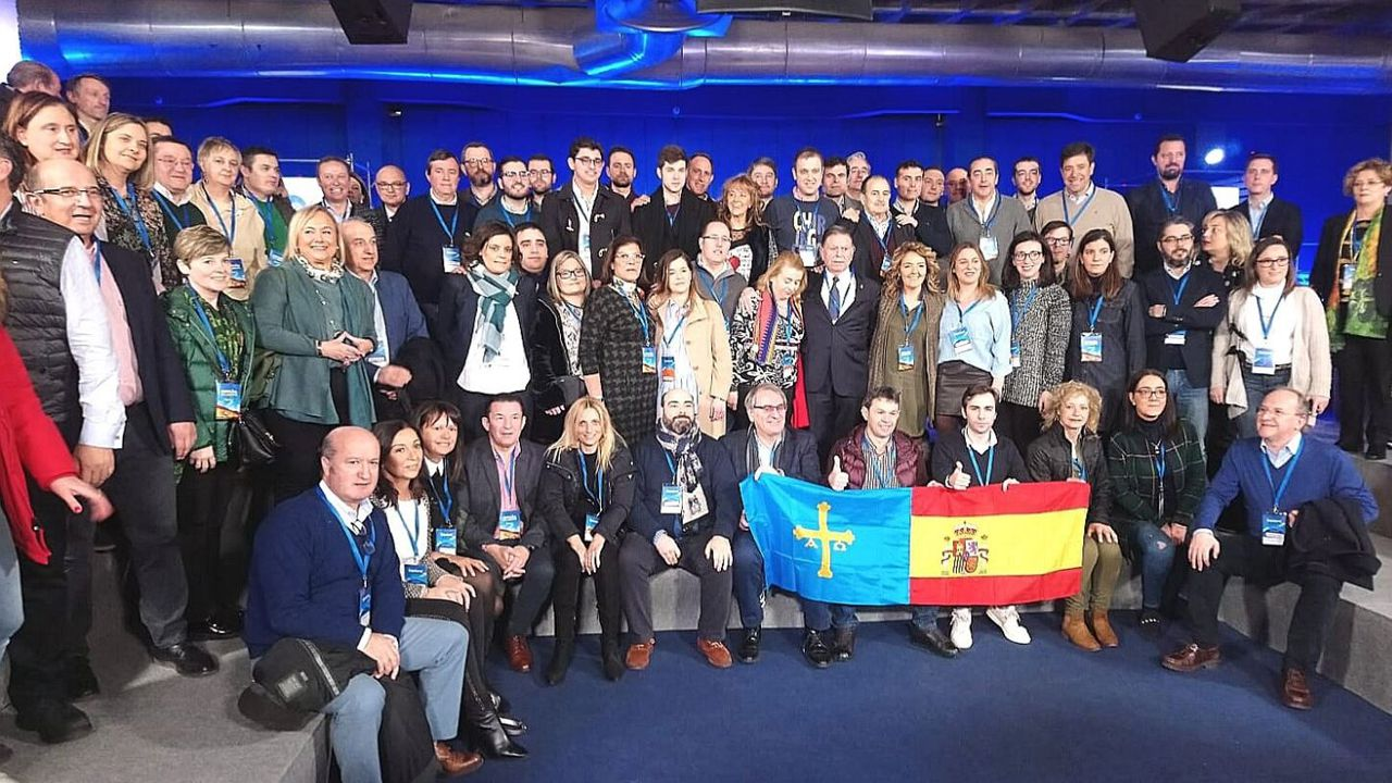 Foto de grupo de los integrantes del PP asturiano presentes en la Convención Nacional del partido