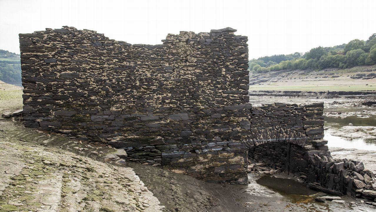 .Ruinas de un molino que fue anegado por el embalse