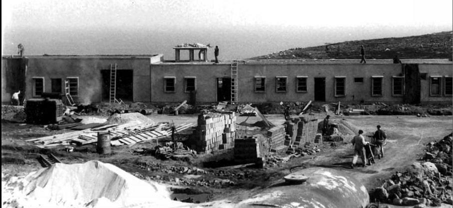 En los trabajos de construcción participaron vecinos de la zona.