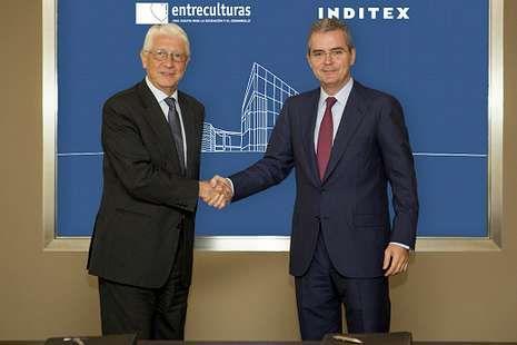 Rajoy destaca la labor de las tropas españolas en África contra la piratería.Agustín Alonso, izquierda, y Pablo Isla firmaron ayer el convenio
