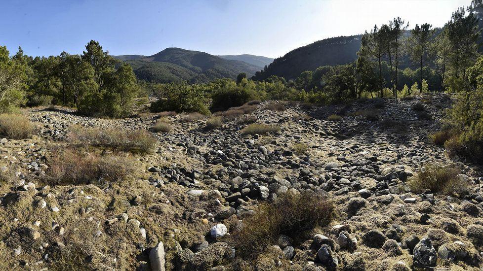 Los restos de la antigua explotación minera de A Borrén ocupan una extensa superficie