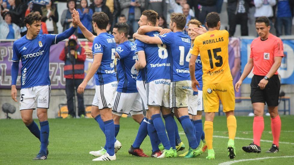 Cambio en la convocatoria: se cae Torró y entra Vila.Lucas Torró conduce un balón en el partido ante el Almería