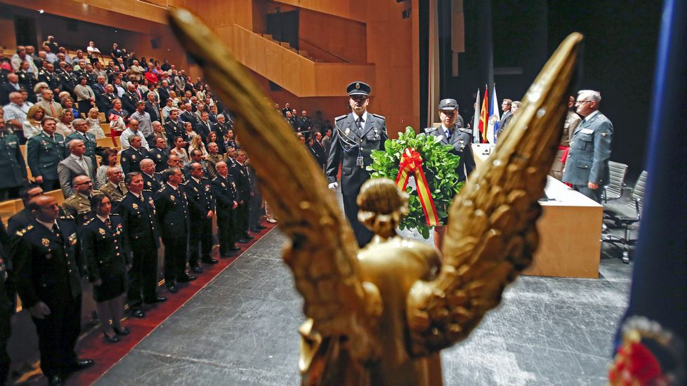 Veintidós flexiones por España.Día de la Policía Nacional