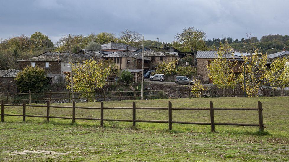 Una vista de la aldea de Vilasouto, a orillas del embalse