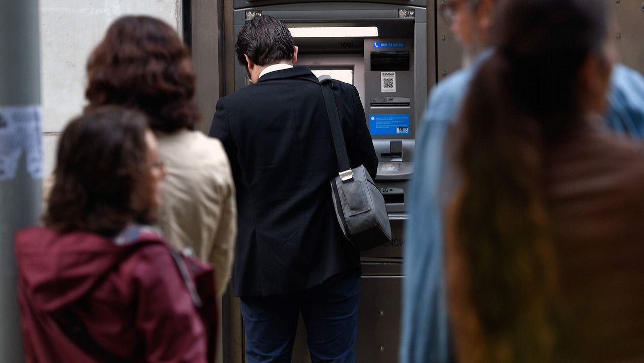 Llamada de la ANC y Òmnium a retirar dinero como medida de presión.Pedro Luis Fernández, presidente de FADE