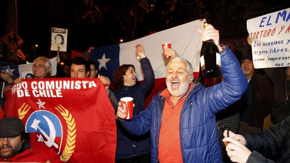 Celebración en Santiago por la muerte de Contreras
