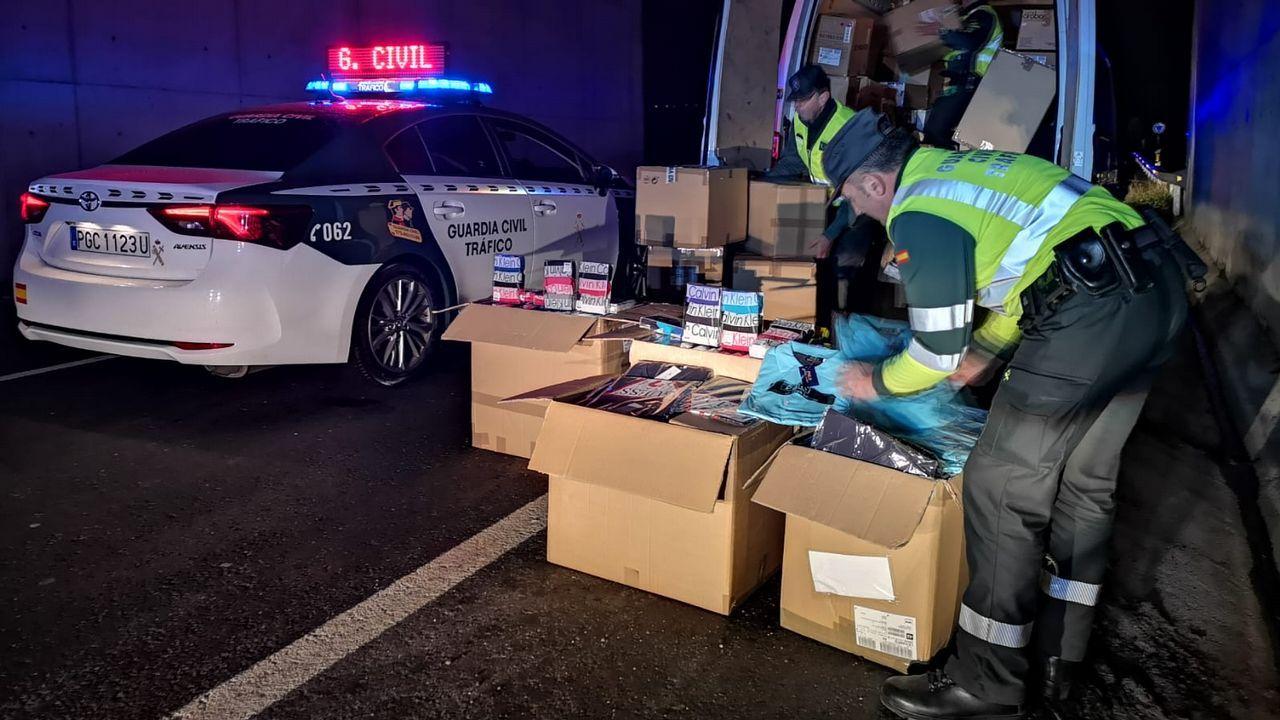 Detienen dos furgonetas en la A-75 con 41.300 euros en ropa falsificada