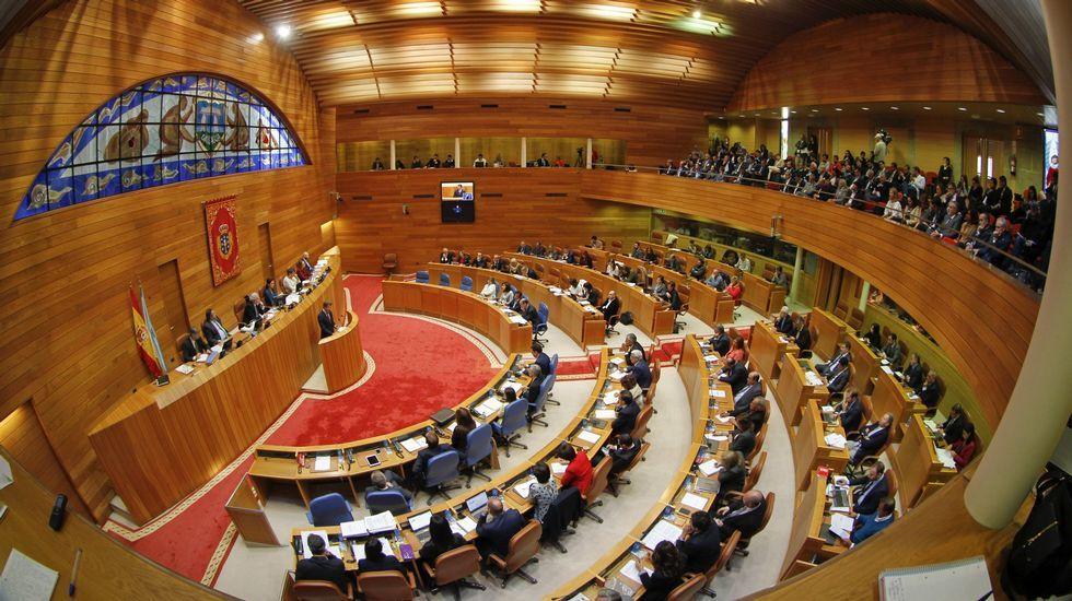 DESPUÉS. El pazo de O Hórreo. El hemiciclo del Parlamento de Galicia se construyó en el patio del edificio que antes de recibir a los políticos albergaba al Ejército.