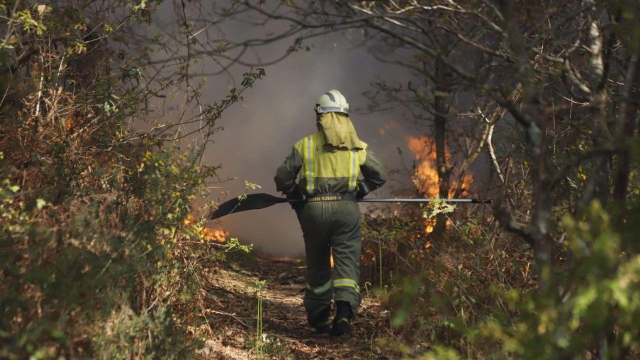 Lucha contra el fuego en Rianxo.Dispositivo de extinción en Rianxo